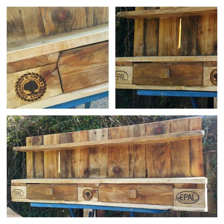 Groot robuust Kruiden kast / keuken kruiden rek gemaakt van pallethout.   Large Rustic Spice Shelf / Kitchen Herb Rack / Spice Rack / Cabinet - Made From Pallet wood.   #robuust #kruiden #kast #keuken #rek #rustic #spice #rack #cabinet #pallet #hout #wood #epal #europallet