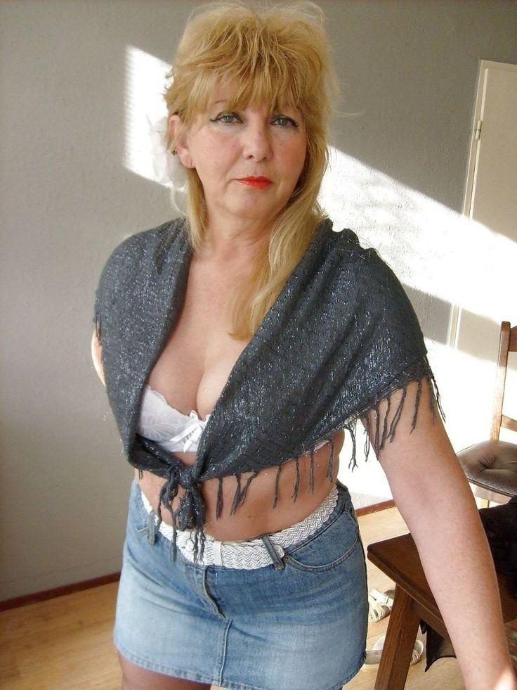 Blonde Gilf In Mini Skirt  W In 2019  Sexy Older Women -2319