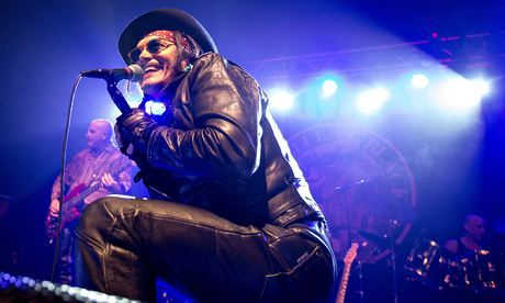 The Gaurdian reviews Adam Ant at Hammersmith Apoloog