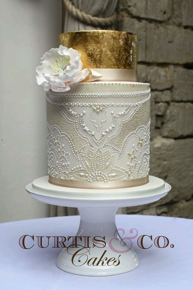 a beautifully detailed cake, with a small design change this could be anything from goth to art deco!!  wpid-d9e30c18c97464074763f975225718fa.jpg 640×960 pixels