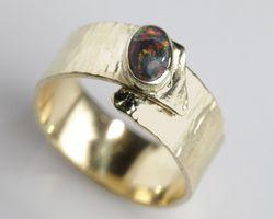 Lyam Edelsmeden handgemaakte sieraden met edelstenen goud en zilver.