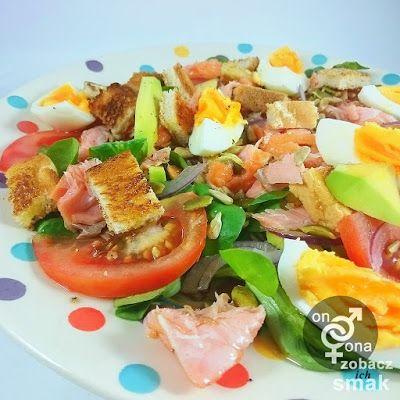 warzywna sałatka z wędzonym łososiem | zobacz ich smak