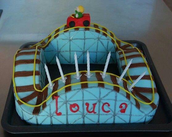 gateau anniveraire montagnes russes train en pâte à sucre cake design