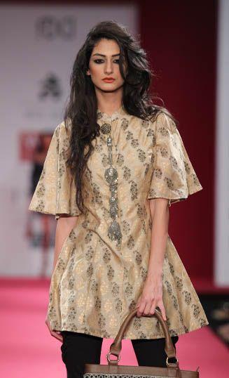 Ritu Kumar. LFW S/S 11'. Indian Couture.