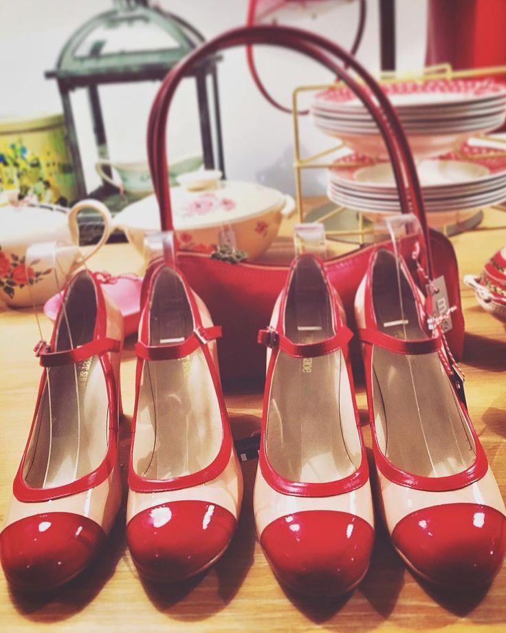 'They look like little red lipsticks' ~RL  ________________________________ Barbara Etcetera Storyteller in Woord & Beeld ________________________________  #storytelling #redlipstick #red #shoes #pumps  #mysweetshoe @mysweetshoe  #favoriteshop  #mariemarie @mariemarie.nl #❤️ #vintage