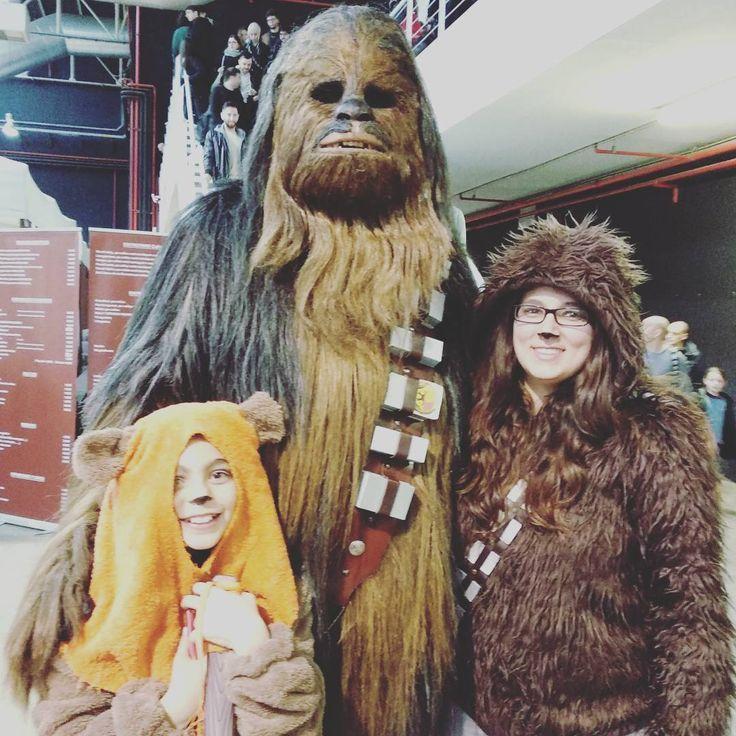 Un día de película! #minisobri #ewok #chewbacca #chewi #salodelcinemailesseries #disfraz #costume #lastminut #makeup #fun #quécalle #quémás