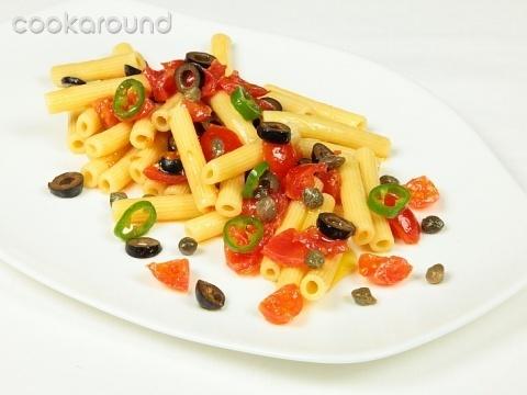 Rigatoni con pomodori capperi ed olive: Ricette di Cookaround | Cookaround
