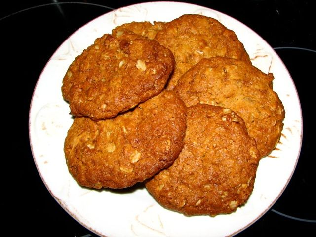 Cooking For Busy Mums: ANZAC BISCUITS