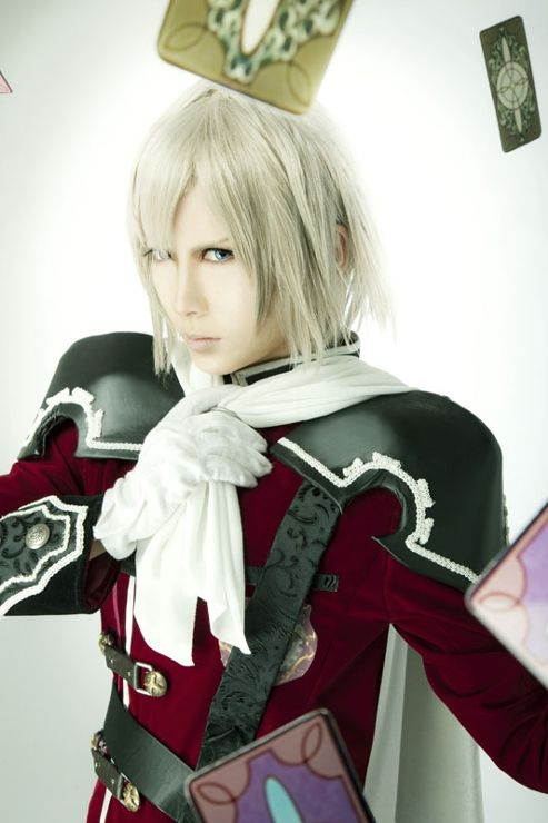 From Final Fantasy Type-0 Character Name: Ace by Sorato Suguru http://youtu.be/gCQ5HtO68a0【SAMPLE MOVIE】P by YOL This is a really good shoot. It leaves a strong impression right after I saw it at first. Sorato's eyes expression is super real and strong. The light background with flying cards and the well-done suit makes the photo even more bling bling ~ =]] I really like it!