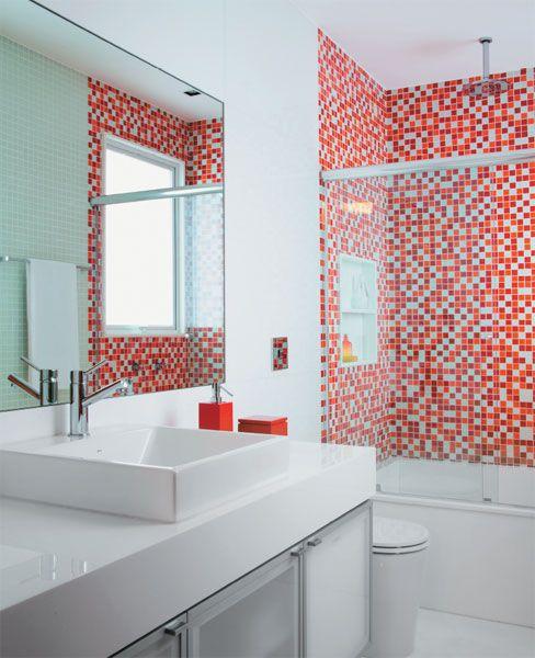 Banheiro projetado pela arquiteta Andrea Chicharo
