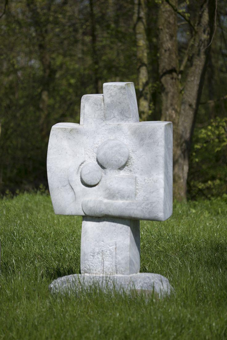 #Hoyerswort Die Darstellung einer vierköpfigen Familie hat Bildhauer Pierre Schumann in seiner Plastik auf sehr grafische, zeichenhafte Weise umgesetzt.
