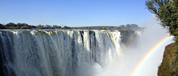 #FunFact: Did you know that Victoria Falls is the largest curtain of falling water in the world? Longing to see something extraordinary? https://www.afritrip.com/4-day-victoria-falls-express/ #TravelTuesday