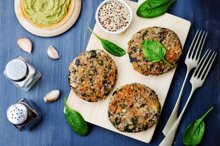 Vegetarischer Quinoa-Bratling mit Spinat - Einfach lecker! Der Quinoa-Spinat-Bratling ist schnell zubereitet und eine schöne vegetarische Alternative zum Burger.