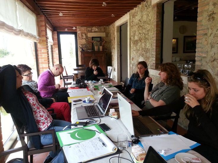 Il team di @Cowinning al lavoro a @Villa Acquaviva