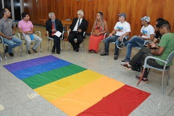 Movimento LGBT apresenta reivindicações ao governo - http://noticiasembrasilia.com.br/noticias-distrito-federal-cidade-brasilia/2015/02/03/movimento-lgbt-apresenta-reivindicacoes-ao-governo/