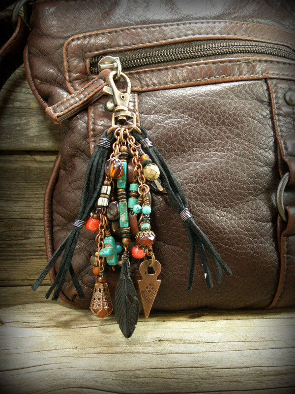 Tribal Purse Charm, Purse Tassel, Southwest Tassel, Zipper Charm Pull, Key Chain Clip, Belt Clip, Purses Zipper Pull, Beaded Tassel, Boho door StoneWearDesigns op Etsy https://www.etsy.com/nl/listing/226326216/tribal-purse-charm-purse-tassel