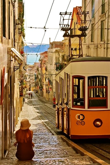 Return to me Lisboa... awaken the golden-winged beast that guards your shores... awaken my soul's flames, and guide me home... xo