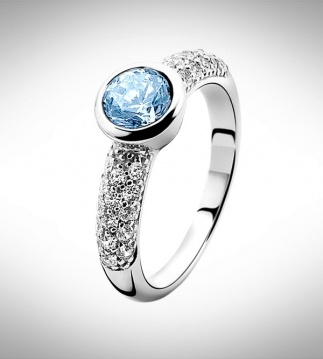 Beautiful Zinzi Ring - ZIR840B58 New collection. And available in different colours. But this is my favorite!