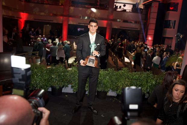 Marcus Mariota wins Maxwell, Walter Camp and Davey O'Brien awards, completing historic college football awards haul | OregonLive.com