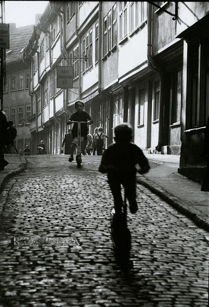 Willy Ronis Erfurt, 1960 http://25.media.tumblr.com/tumblr_m2wiwltz7K1qzq84io1_1280.jpg