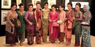 Inilah salah satu cara para ibu-ibu berbudaya yaitu dengan mengenakan kebaya, gaun tradisional para wanita Indonesia.  KEBAYA EKSKLUSIF  www.venzakebaya.net   https://www.facebook.com/venzakebaya?ref=hl