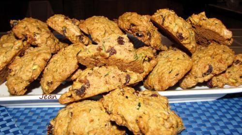 Biscuits (galettes) aux zucchini de Nell - Une bonne galette, moelleuse au léger goût d'épices.1 tasse de zucchini rapé1 cuil. a thé de soda.1 tasse de sucre1/2 tasse de margarine1 oeuf...