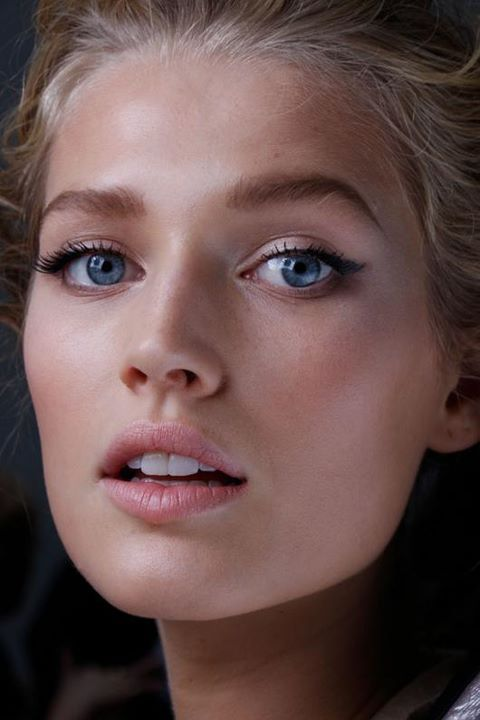perfect dewy face with cat-eye