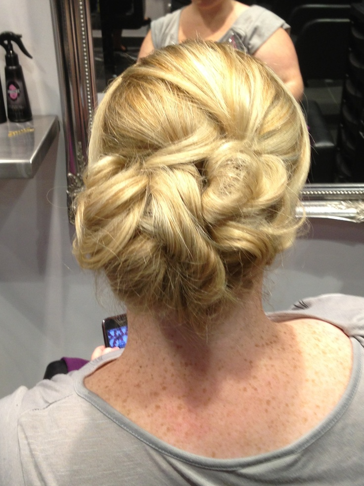 Our Wollongong #salon does fabulous #updos. Book online with them at http://bit.ly/WFb4jJ #blowdrybar