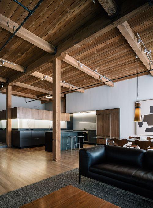 Loft minimaliste en californie plafond bois poutre cuisine epuree