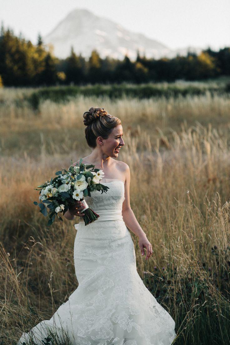 Photography : Julia Wade Photography | Photography - Assistance : Vanessa L Photography, LLC Read More on SMP: http://www.stylemepretty.com/oregon-weddings/mt-hood/2016/12/16/summer-rustic-weddings/