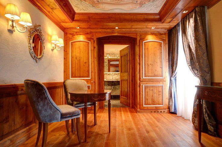... legno; nuovo disegno degli ambienti e degli affreschi sul soffitto