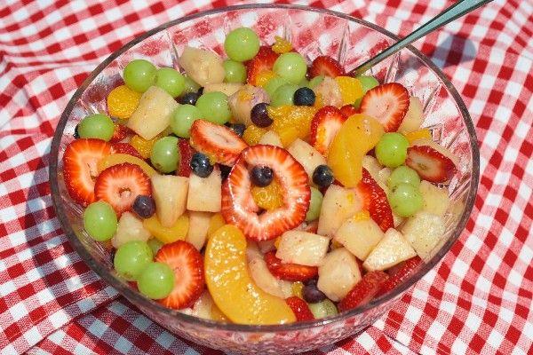 Yummy & Easy Fruit Salad with Vanilla Sauce #Recipe. The secret ingredient - vanilla instant pudding mix! (Jello-O brand is #vegan according to this: http://www.peta.org/living/vegetarian-living/accidentally-vegan.aspx)
