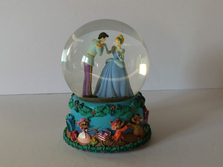 Disney Cinderella Snowglobe Christmas Musical Globe Plays  12 Days of Christmas