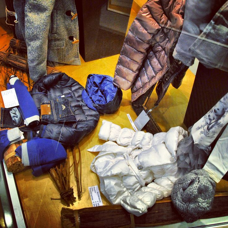 Vetrine Novembre 2013 - #Littleboy #kids #fashion #Moncler #Herno #ArmaniJunior#modabimbi#abbigliamento#bambni