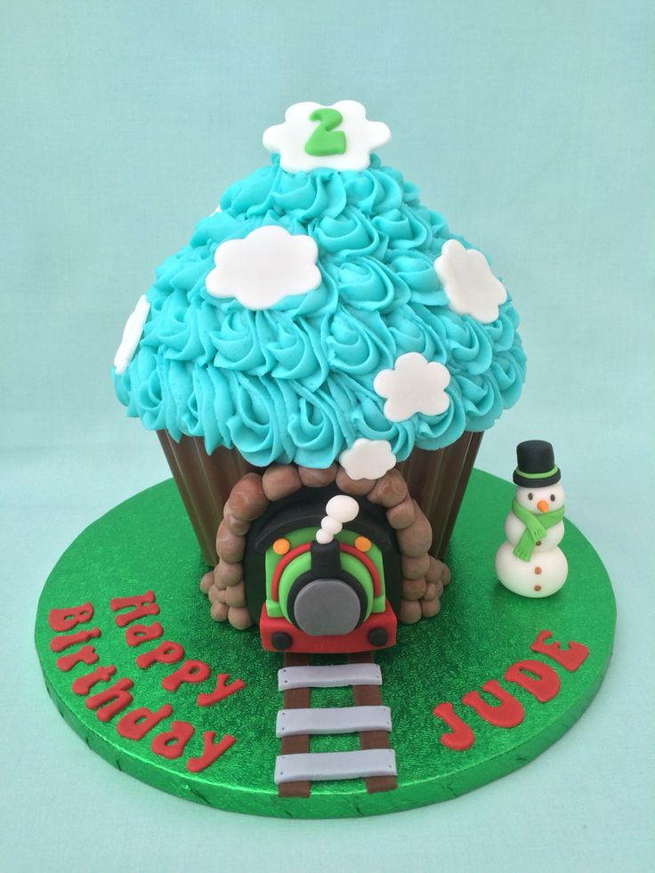 Best 25+ Thomas train cakes ideas on Pinterest | Train ...
