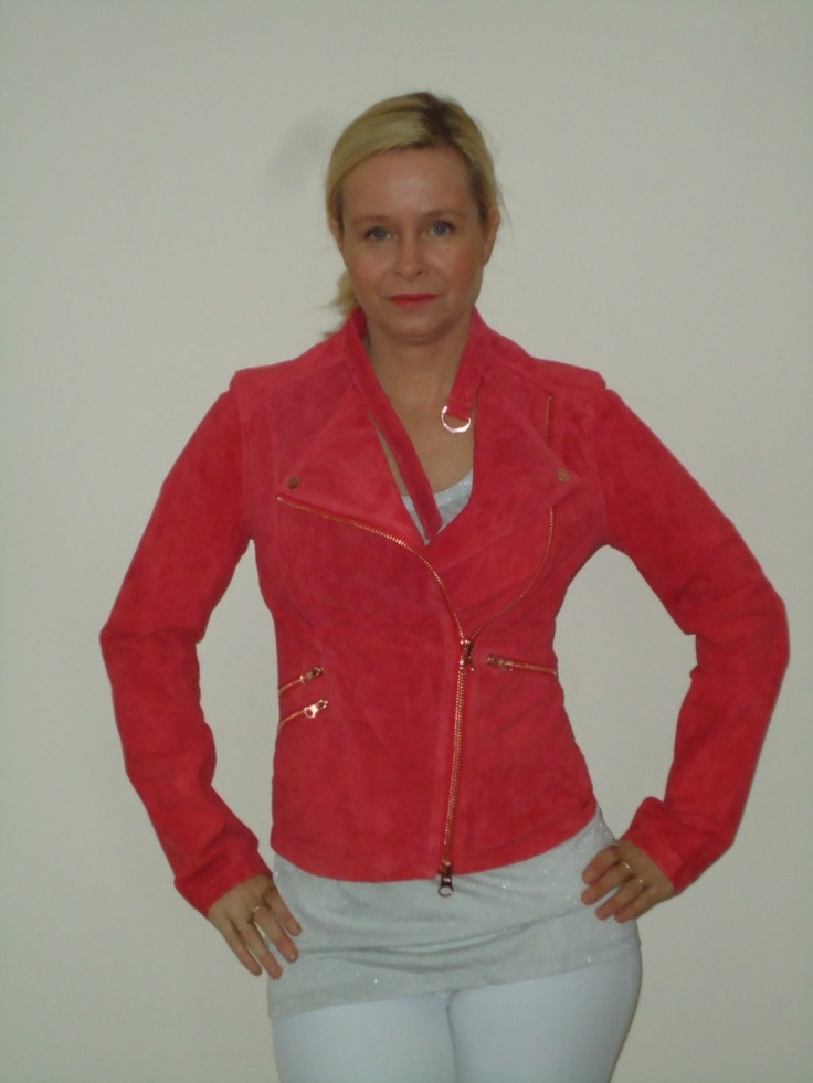 Ibana rouge suede jasje, rocky in rood met rozé details. | FASHION OBSESSION