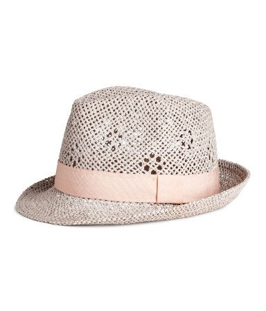 Light gray. Hat in braided paper straw with grosgrain band. Width of brim 2 in.