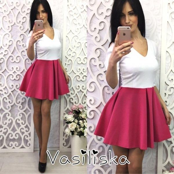 Элегантное женское платье из джерси юбка-клеш V-образный вырез бело-малиновое