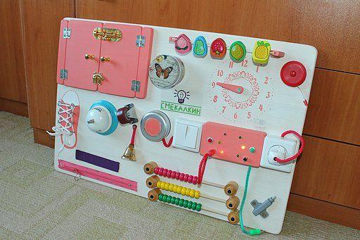 Развивающая доска (бизиборд) для девочки с огромным количеством увлекательных упражнений, включая электрическую панель! Наш сайт: www.smekalkin-toys.com