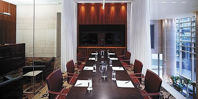 Shangri-La Hotel, Vancouver - The Business Center Boardroom