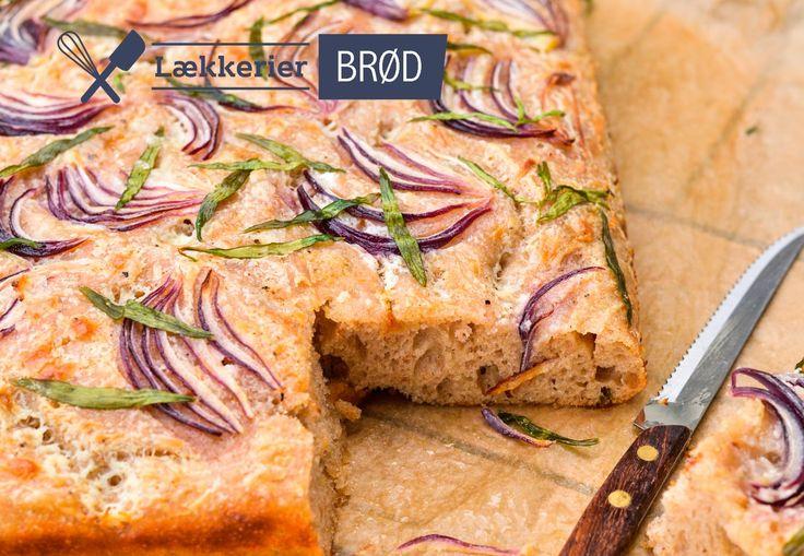 Dette koldhævede foccacia-inspirerede brød baseret på en blanding af hvedemel og durum, som giver en lettere og lidt mere blød krumme. Brødet toppes med creme fraiche, rødløg og urter, hvilket givet en nærmest pizza-agtig overflade med masser af smag.