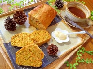 「人参丸ごと栄養満点!ジンジャーパウンドケーキ」人参の皮、茎、葉を使い、人参を余すことなく使ったパウンドケーキです。生姜を皮ごとすりおろして、香りが良いジンジャーケーキになりました。色も鮮やかで綺麗ですよ。【楽天レシピ】