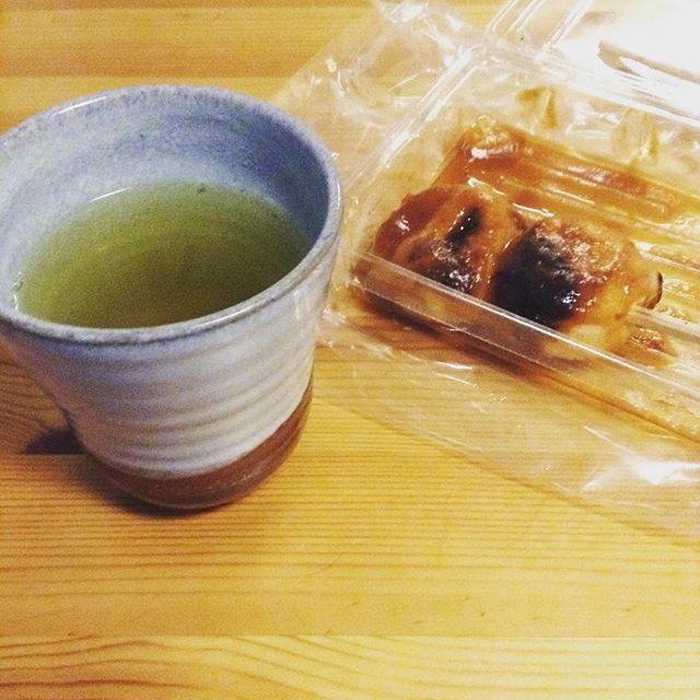 お団子と渋めにいれたお茶似合いますねぇ #お茶の時間