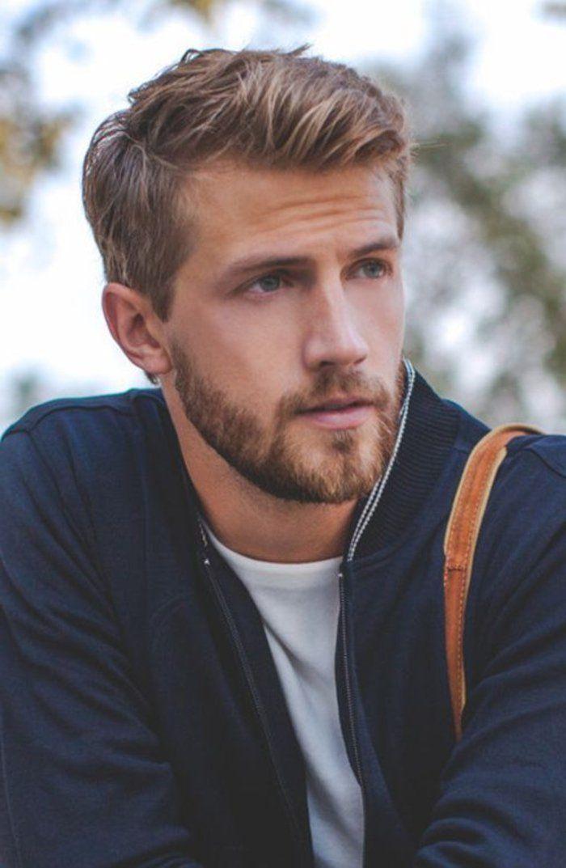 coiffure homme cheveux épais blonds, yeux bleus, coupe de cheveux pour visage rond