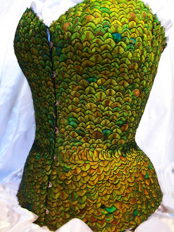 feather corset, omg!: Peacock Feathers, Fashion, Corsets, Green Corset, Feather Corset, Gardens, Garden Corset