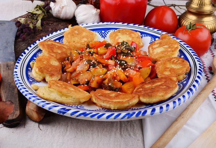 Great potatoes with paprikash. Ziemniaki w cieście z paprykarzem  #vegetarianfood   #wegetariańskieprzepisy   #peppers   #stewvegetable   #suprelunch   #vegetarian   #vegefood   #photography   #foodphotography