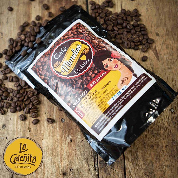 Ya sea para uno mismo, para regalo o por encargo, en pocas ocasiones faltará en las maletas de un colombiano un paquete de café. ¿Ya probaste nuestra marca propia MiMleao? ☕😍 #ArtesaniasColombianas #CafeBarLaCaleñita #ArtesaniasDeColombia