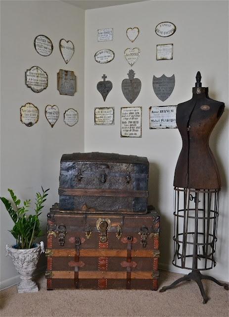 Liz mathews-love the wall plaques: Dressform Mannequins, Old Trunks, Suitcases Trunks, Vintage Trunks, Dressforms, Vintage Dress, Steamer Trunk