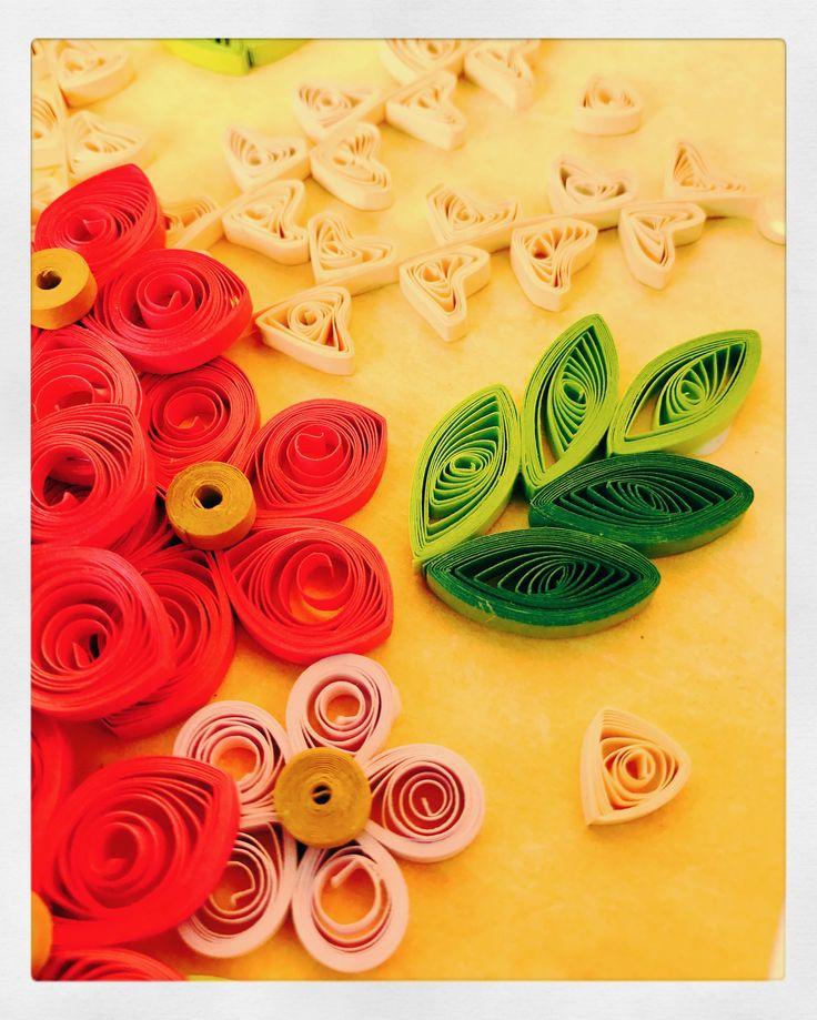 #quilledcard #pixiedusthandmadecreation #quilledart #quilledflowers #diy #handmadepaperflower #quilling #craftlove #craftaddict #craftgoals2017 #handmade #paperart #papercraft #quillingpaper #paperquilling #paperquilledart #flowers #handmadewithlove #quillinglove #craftindia #indiancrafter #craftgeek