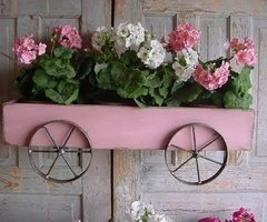 shabbychic planter: French Country Cottage, Wagon Wheels, Flower Planters, Shabby Chic, Cute Ideas, Gardens, Planters Boxes, Flower Boxes, Window Boxes